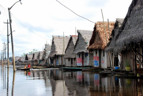 Iquitos - floaing village 4